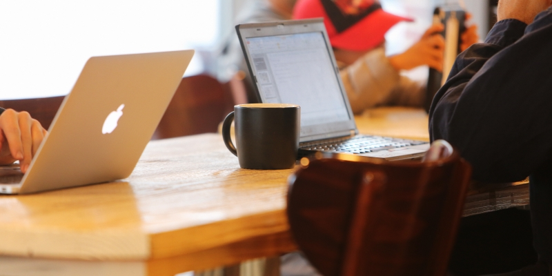 2014-11-Life-of-Pix-free-stock-photos-coffee-work-computer-table-leeroy
